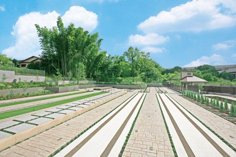 川口中央霊園の墓石の無い広々とした墓所