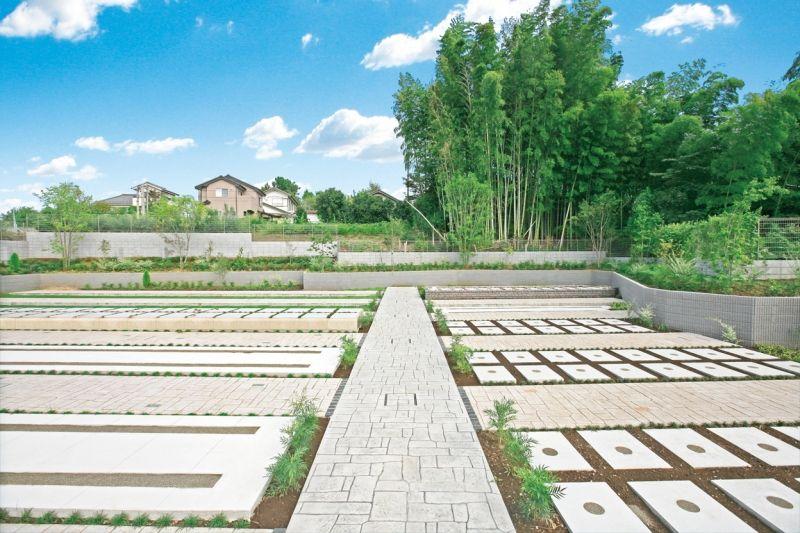 川口中央霊園の広々とした墓所