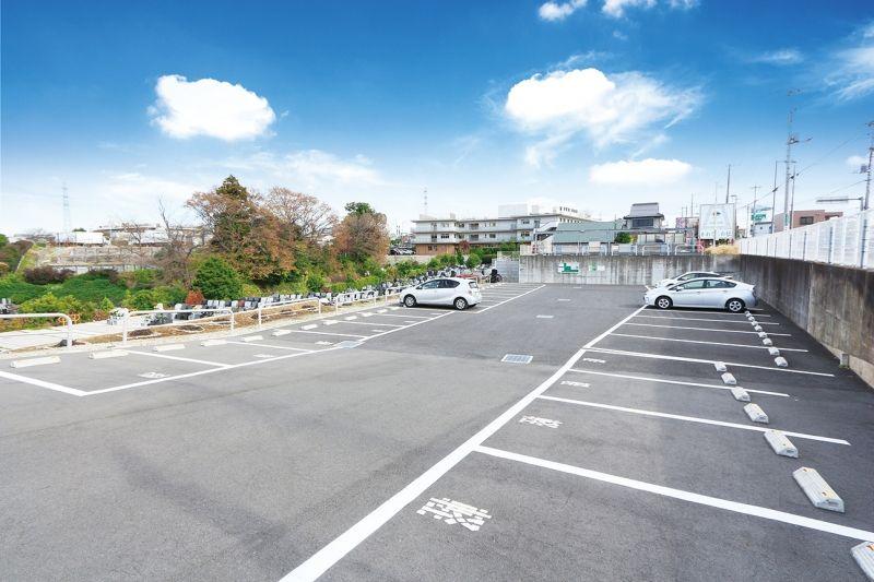 川口霊園かわぐちの杜の広々とした駐車場