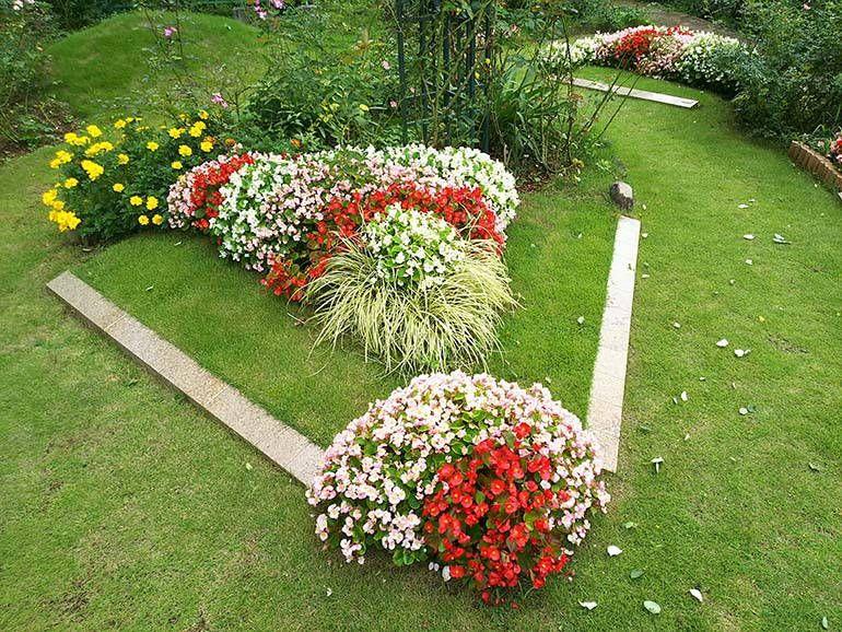 西東京墓苑 美しい花々が彩る樹木葬