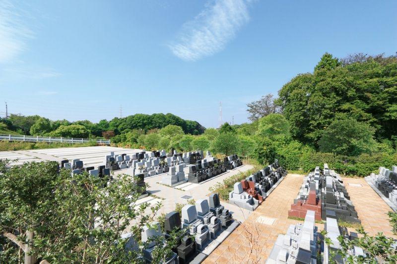 川口霊園かわぐちの杜の広々とした墓所
