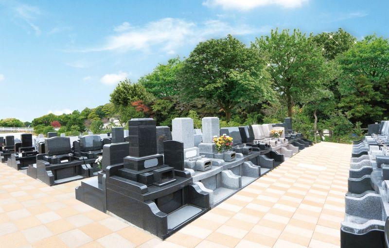 川口霊園かわぐちの杜の墓石が大きな区画