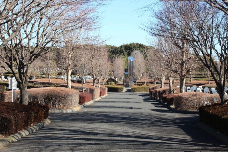 新座市営墓園の園内風景