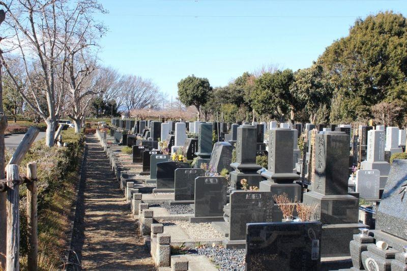 新座市営墓園の墓所の様子
