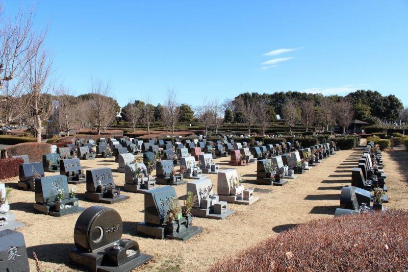 新座市営墓園の墓所の様子②