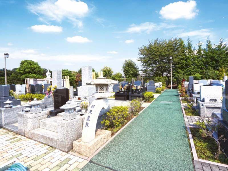 狭山やすらぎ霊園 和形・洋型の墓石が混在