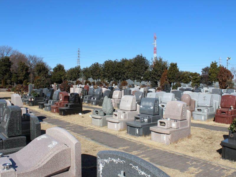 所沢シティメモリアル 様々な種類の墓石が並ぶ墓域