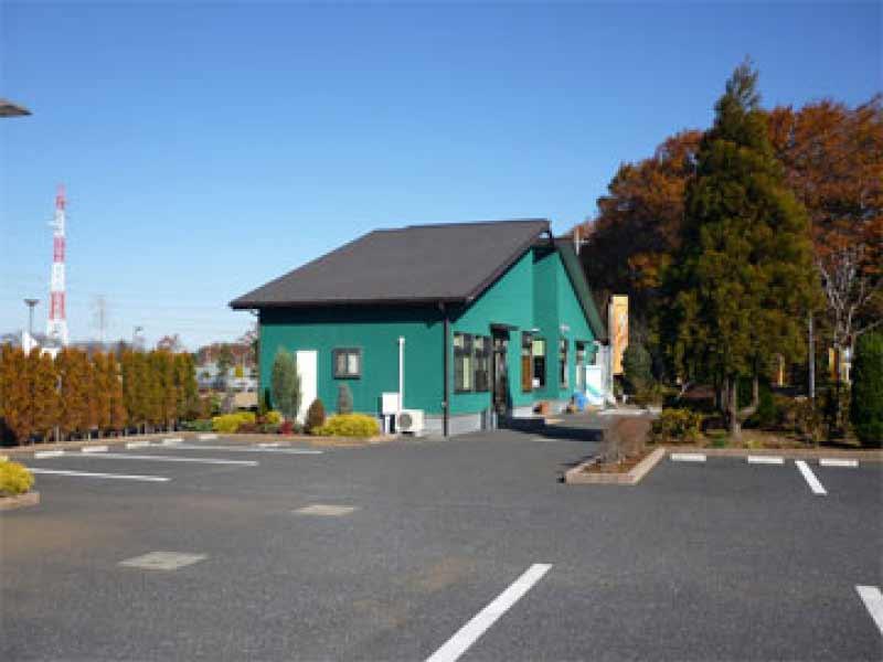 所沢シティメモリアル 管理棟と駐車場