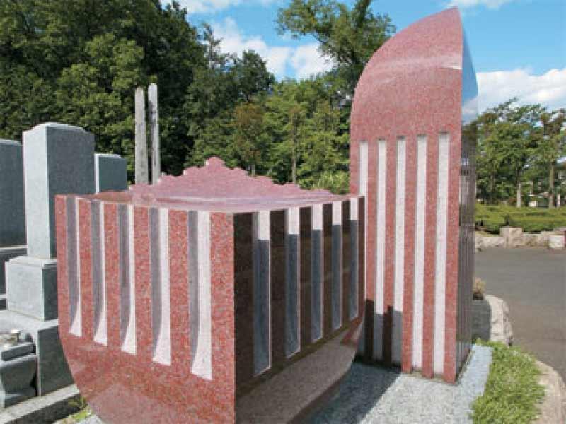 新光墓苑 鮮やかな色のモニュメント