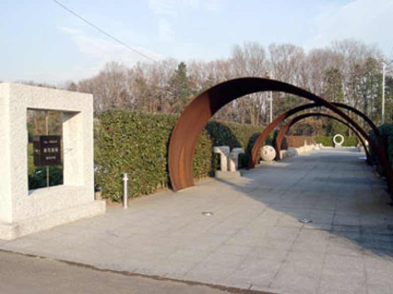 新光墓苑 霊苑入口のアーチ