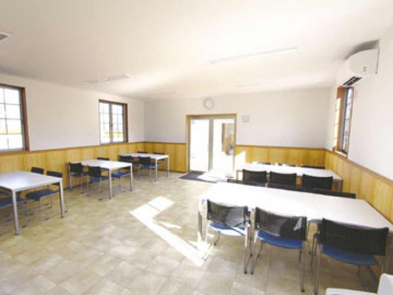 南川越霊園 明るい休憩室