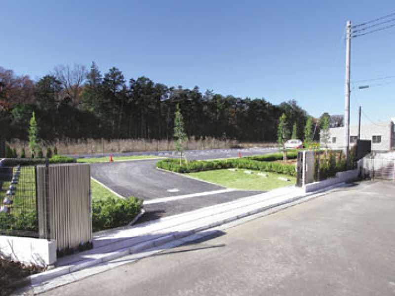 南川越霊園 芝生スペースも駐車可能