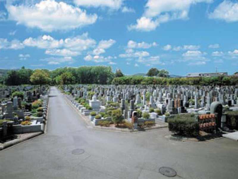 仏子聖地霊園 豊かな自然に囲まれた墓域