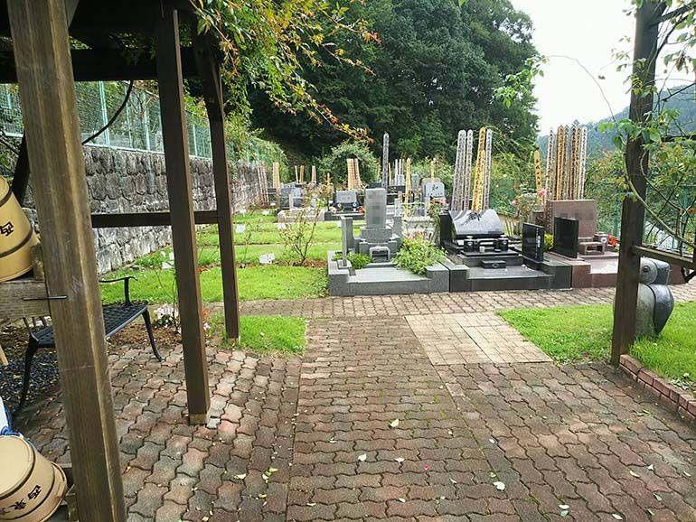 西東京墓苑 和型・洋型など自由なデザインが並ぶ墓域