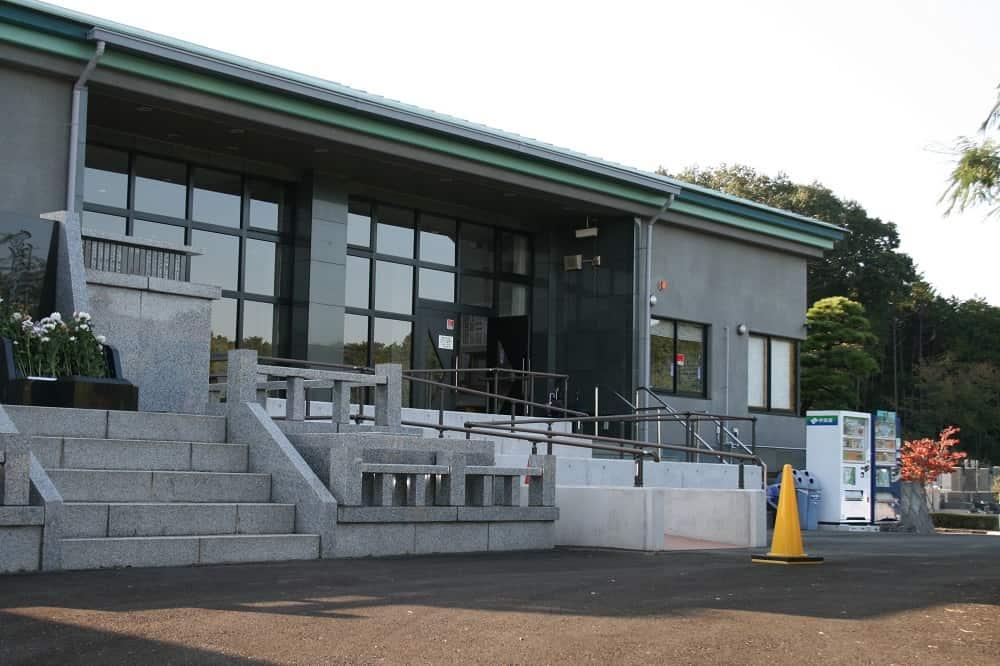 宮沢湖霊園の管理棟