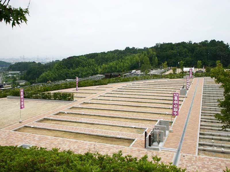 枚方紫峰霊苑 バリアフリー設計の園内