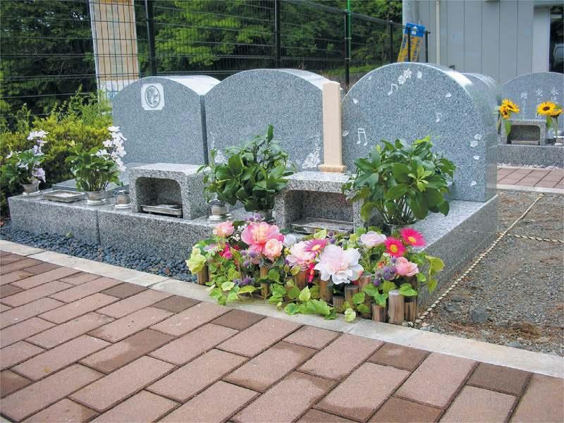 メモリアル富士見霊園 いろいろなデザインの墓石