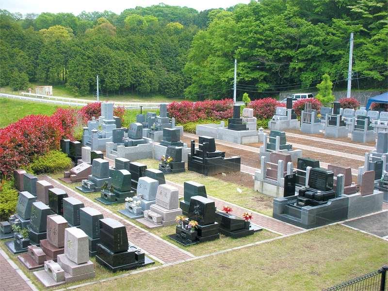 メモリアル富士見霊園 芝生が敷かれた園内