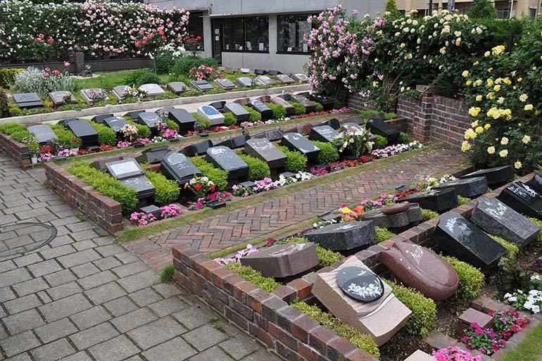 花小金井ふれあいパーク 様々な花と緑に囲まれた一般墓所エリア