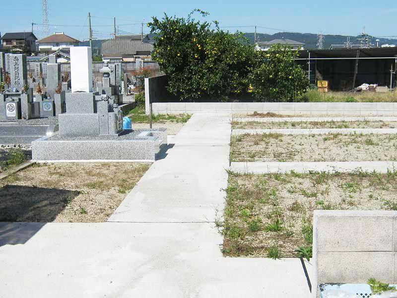 磯壁加守墓地
