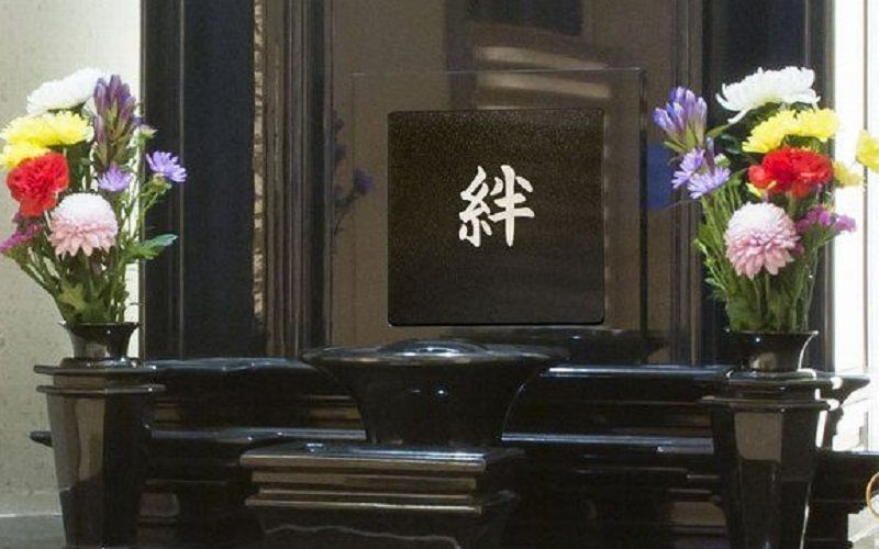 お墓マンション(迦楼塔 東京)の彫刻された銘板