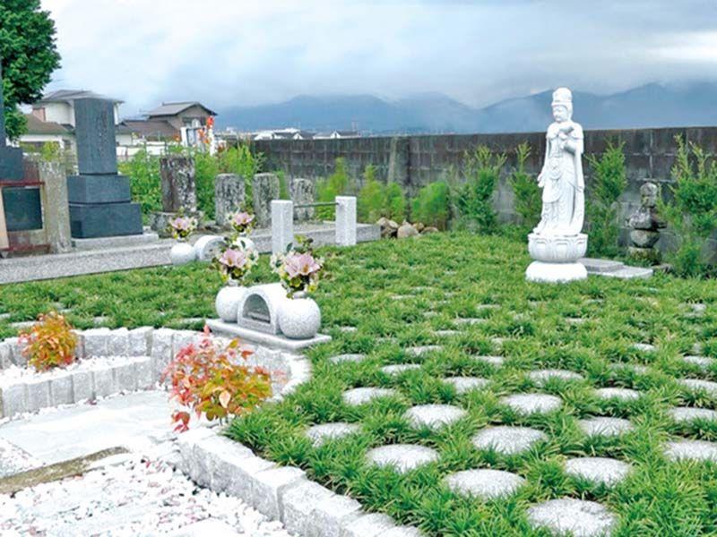 緑が広がる樹木葬墓地
