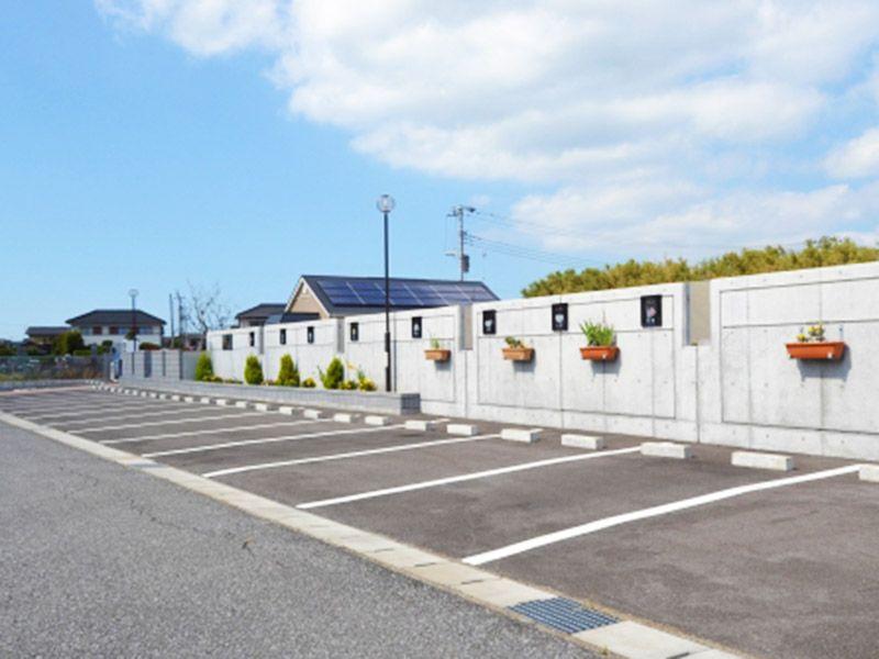 整備された広い駐車場