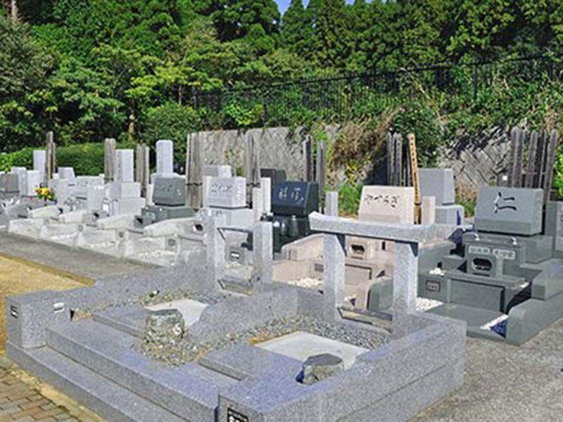 緑あふれる墓所