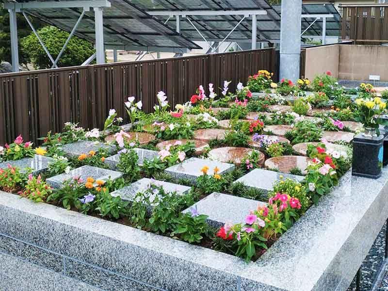 花壇タイプの樹木葬墓地