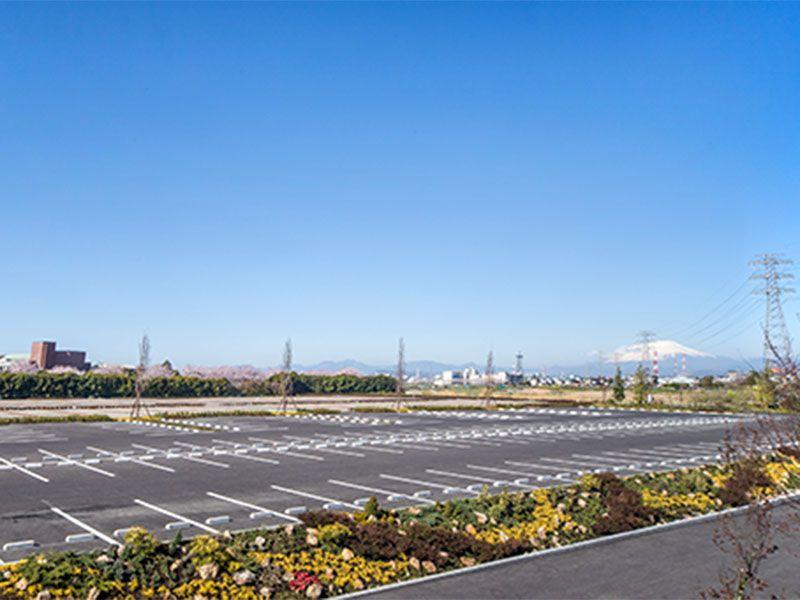 広々とした大型駐車場完備