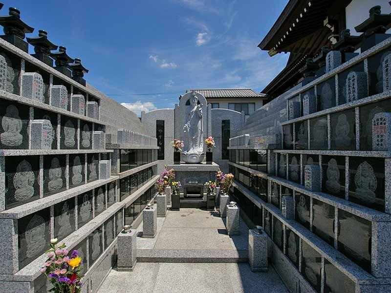 観音寺墓苑 永代供養墓 日当たりの良い供養墓