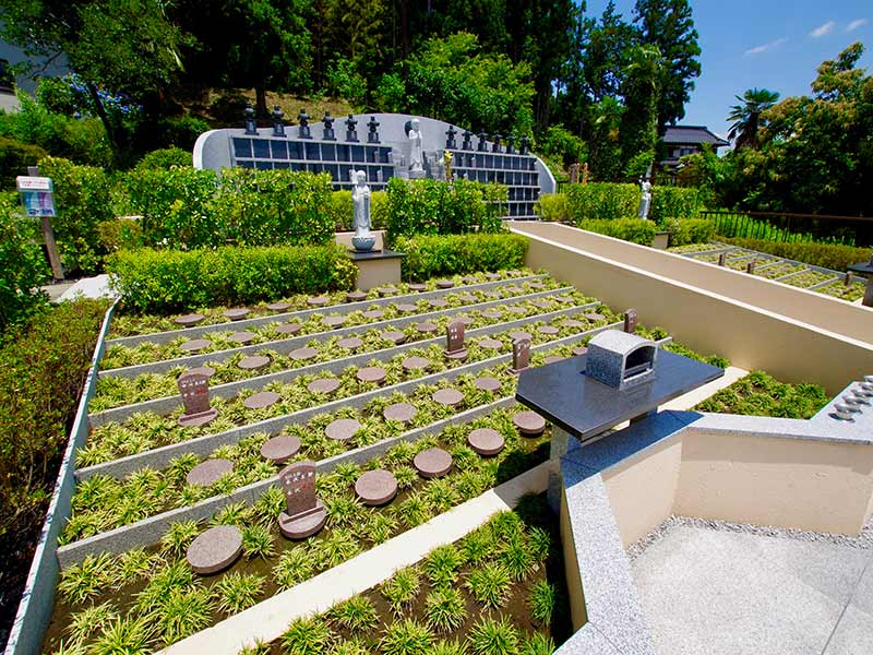 金澤寺墓苑 永代供養墓・樹木葬 緑に包まれる樹木葬