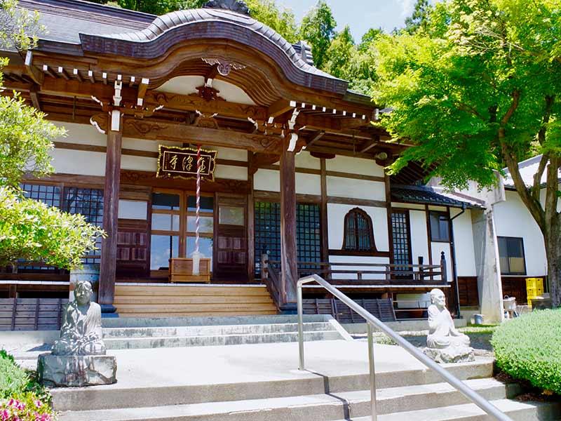 金澤寺墓苑 永代供養墓・樹木葬 歴史のある本堂
