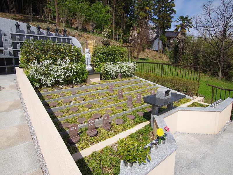 金澤寺墓苑 永代供養墓・樹木葬 温かい雰囲気の樹木葬