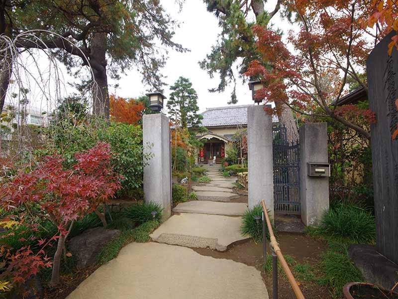 高應寺墓苑 永代供養墓・樹木葬 四季を感じられる入口