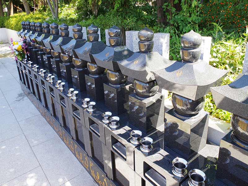 高應寺墓苑 永代供養墓・樹木葬 御影石が美しい墓石