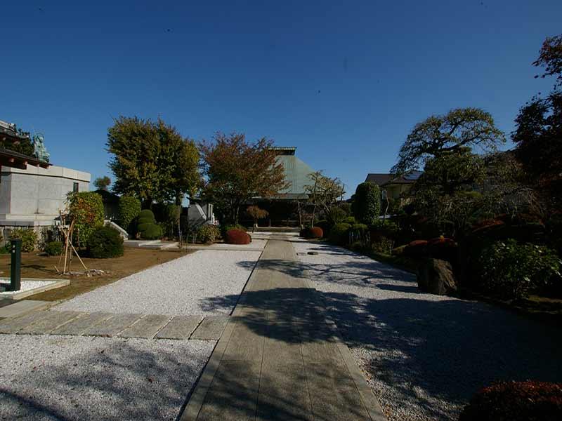 浄安寺墓苑 手入れされた庭園