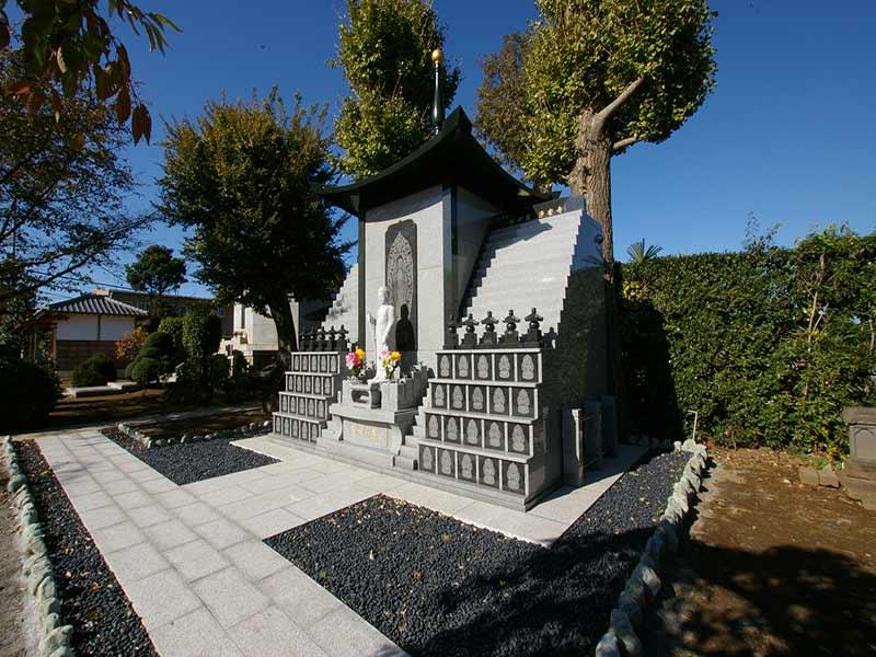 浄安寺墓苑 志津香な雰囲気の永代供養碑