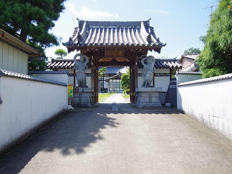 加須の杜霊苑 西浄寺 永代供養墓・樹木葬 迫力のある山門