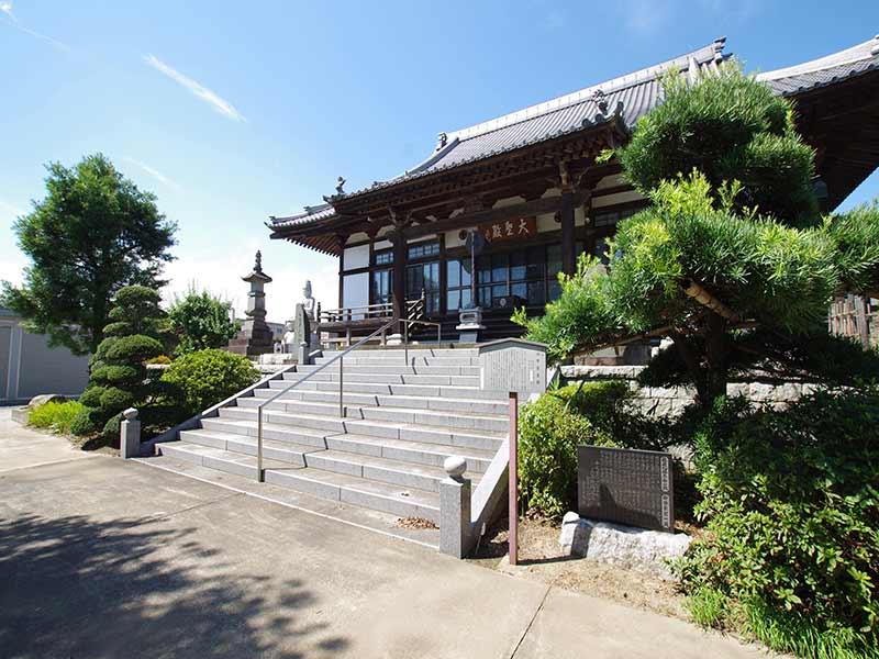 加須の杜霊苑 西浄寺 永代供養墓・樹木葬 本堂へ続く石階段
