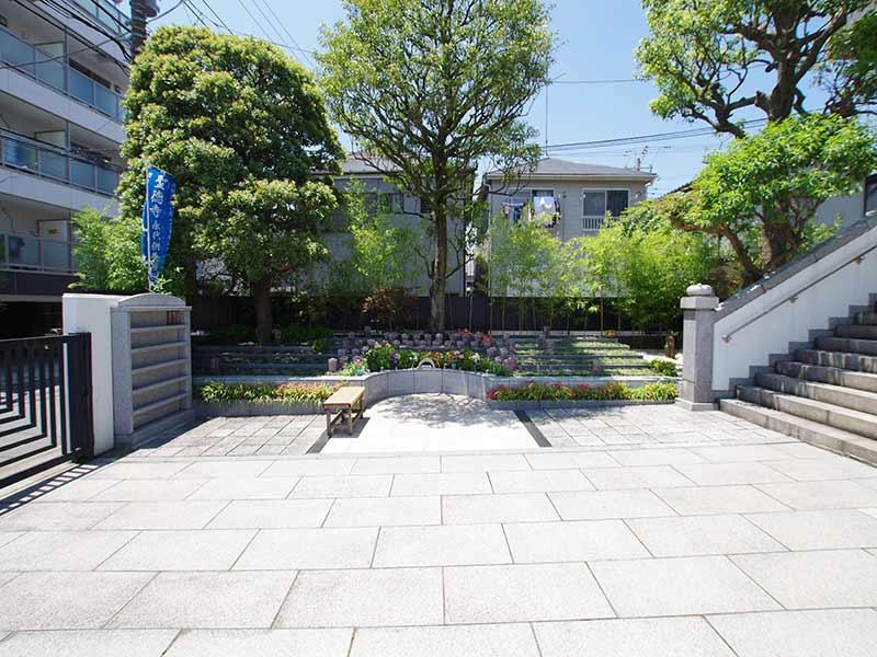 聖徳寺 しらはた浄苑 永代供養墓・樹木葬 緑に囲まれた樹木墓