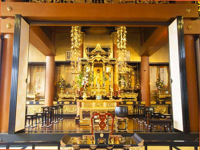 聖徳寺 しらはた浄苑 永代供養墓・樹木葬 厳かな本堂内部