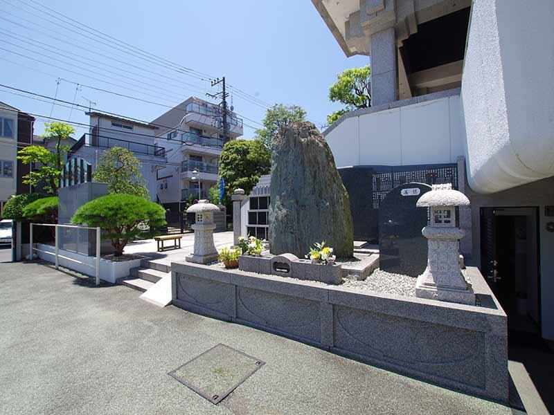 聖徳寺 しらはた浄苑 永代供養墓・樹木葬 日当たりの良い永代供養墓くえいっしょ