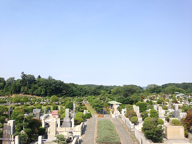 東京霊園 手入れの行き届いた植栽が美しい墓域