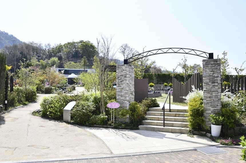 北摂池田メモリアルパークの門前
