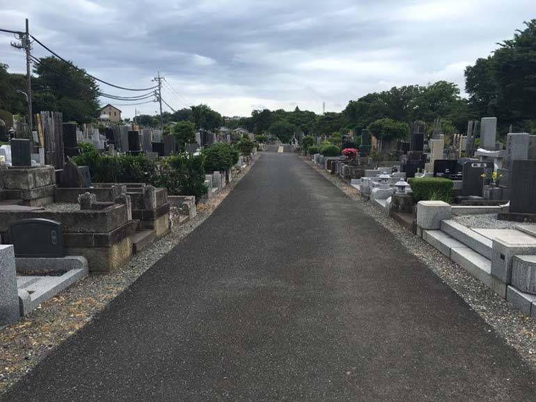 八王子市営 緑町霊園 広々とした参道の墓域