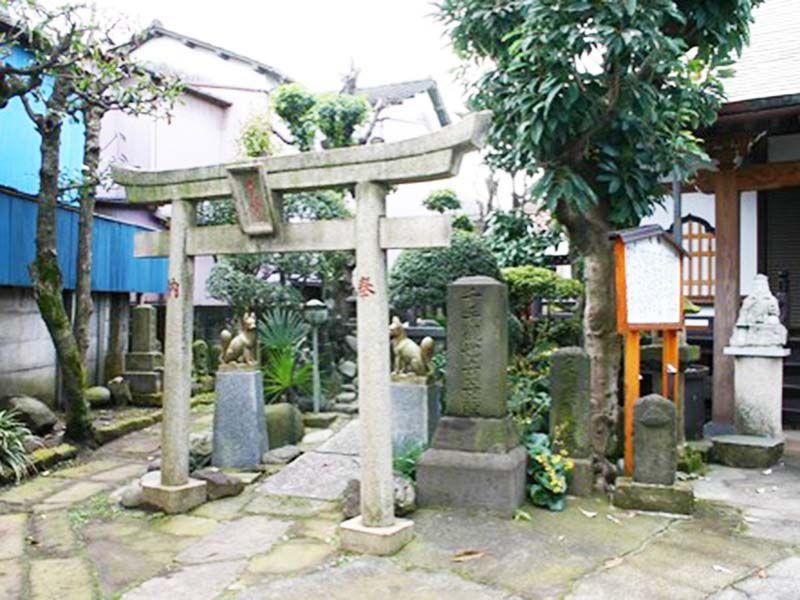 専念寺 本堂横にある稲荷社