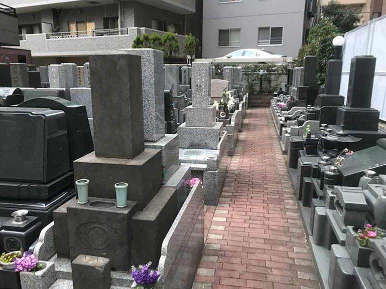 メモリアルガーデン麻布 やすらぎの碑 石畳の参道
