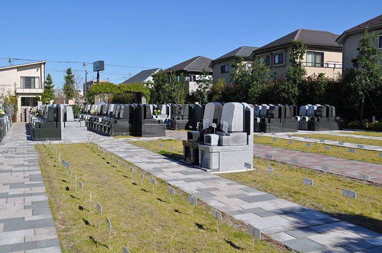 三鷹メモリアルグランデ 整備された芝生が美しい墓域