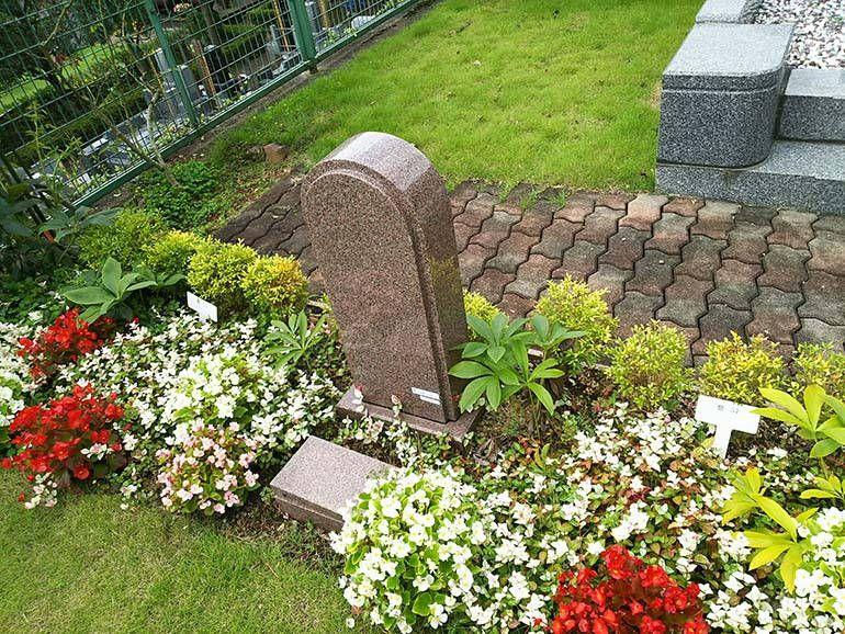 西東京墓苑 美しい草花に囲まれた墓域①